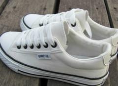 帆布鞋应该怎么清洗?
