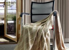 你知道该怎么清洗羊毛毯子吗?
