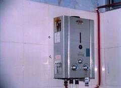 直排式热水器的危害  切记注意事项