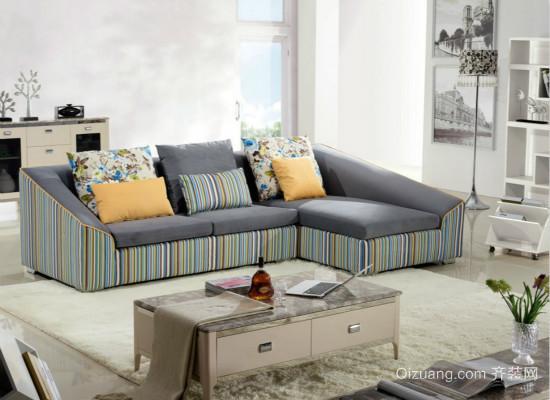 布艺沙发效果图   看布艺沙发的填充质量   具体方法是用手去按布艺沙发的扶手及靠背,如果能明显地感受到木架的存在,则证实此套布艺沙发的填充密度不高,弹性也不够好。容易被按到的布艺沙发木架也会加快布艺沙发布套的磨损,下降布艺沙发的使用寿命。   看布艺沙发的细节处置   翻开配套抱枕的拉链,并用手触摸里边的衬布和填充物;抬起布艺沙发看底部处置是不是详尽,布艺沙发腿是不是平直,外表处置是不是润滑,腿底部是不是有防滑垫,好的布艺沙发,它的细节处理也是比较好的。   好了,以上就是挑选布艺沙发的一些技巧了,大