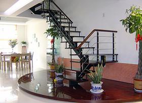 钢木楼梯验收技巧 钢木楼梯价格