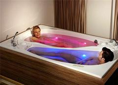 科勒双人浴缸性价比高人情味足