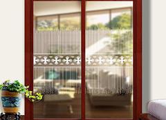 比起艺术玻璃门种类 小编更喜欢它的特点