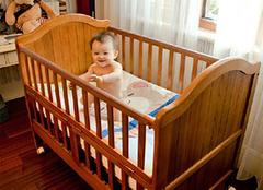 婴儿床床垫选购的两大原则——软硬和厚度