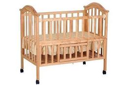四种材质婴儿床 总有一款适合你