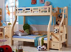 木匠师傅讲解实木双层儿童床的特点及保养方法