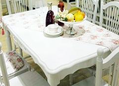 实木餐桌桌布材质和搭配技巧分析
