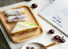 有格调的实木餐具  让餐桌格调起来