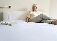 老人睡什么床垫比较好 这样孝顺老人最科学