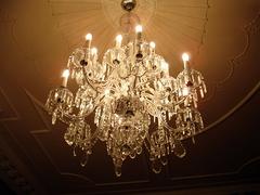 大型水晶吊灯选购及安装 安装师傅告诉你