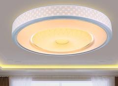 客厅吸顶灯选购五原则 美的不止一点点