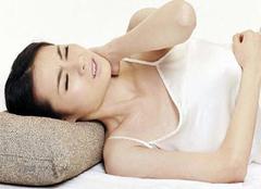 睡觉落枕很痛苦 也许是你不会选枕头