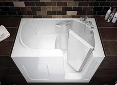 大开眼界 小浴室也能放浴缸