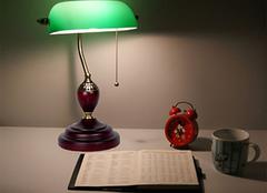 办公台灯哪种好 这四种办公最佳选择