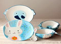 儿童餐具选择小诀窍 让宝宝吃的更健康