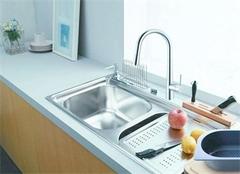 不懂不锈钢水槽清洁保养 生锈坏掉只是早晚的事