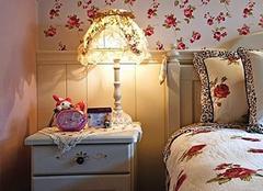 床头柜台灯怎么挑选才更有格调