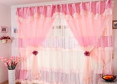 如何挑选婚房客厅窗帘 大方气派醒目又养眼