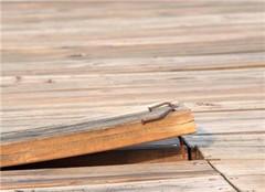 地板为什么有破损 我们怎么维修呢