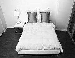 了解卧室床头柜搭配技巧 构建和谐家居