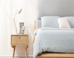 清楚卧室床头柜清洁保养方法 让你的床头柜再战五百年