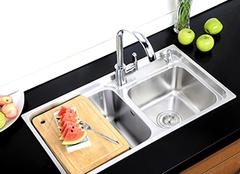 怎么选择不锈钢水槽分类 瞬间提升厨房视觉美感!