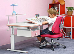 买儿童学习桌有用吗 看看功能如何就明白了