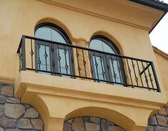 封闭阳台需要拆阳台护栏吗?三个角度帮你分析