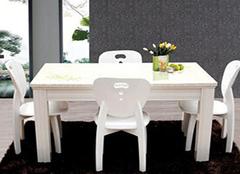 想要为家中搭配更好的餐桌 就来看看餐桌选购技巧吧