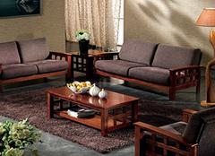 家中搭配中式实木沙发好不好 风格特点带来古香古韵