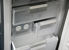 冰箱冷冻室隔板冻住怎么解决?齐装小编拯救你