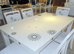 为家中选购一款大理石餐桌 让吃饭成为一种享受