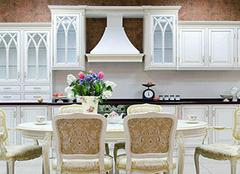 家中选购玻璃家具有哪些技巧 为生活搭配不同色彩