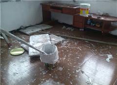  地面被粘上油漆了怎么清除 有什么办法呢
