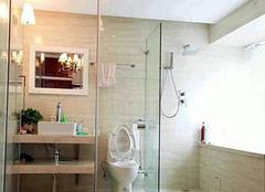 清洁浴室玻璃门水渍小妙招 轻松解决不头疼