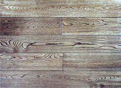 介绍柞木地板的特征有哪些 柞木地板给你正经沉稳