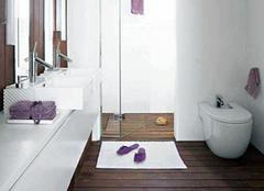 新型木地板不怕水 卫生间也能安装木地板