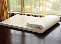 纠正睡姿有利睡眠 乳胶床垫优点让你爱不释手