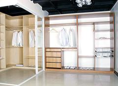 衣柜门决定衣物的干净整洁 分类选择一定不可选错