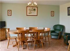 餐桌有哪些材质 常见的优缺点有哪些