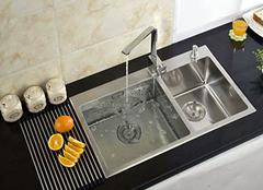 你了解水槽的材质吗 水槽哪种材质好