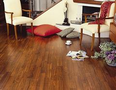 地板缝隙里的脏污要怎么清洁 地板清洁方法介绍
