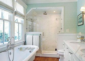 如何清理玻璃门上的痕迹 还你洁净的卫浴环境