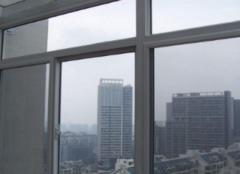 门窗玻璃怎么清洗 生活中的这些小物品大有用途