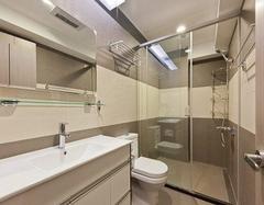 水垢难清理 浴室玻璃门清洁的小窍门