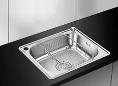 如何选购不锈钢水槽质量好坏 厨房洗刷好帮手