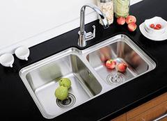 厨房水槽的不同选择 来看看常见水槽种类