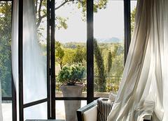 选购窗帘不仅要考虑到功能性 装饰也是也大要素