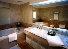 卫浴间陶瓷选购有哪些技巧 洗澡没烦恼