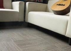 客厅地毯材质对比解析  舒适家居用心打造